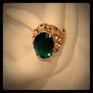 Emerald Cocktail Goldtone Ring 5 Nice!